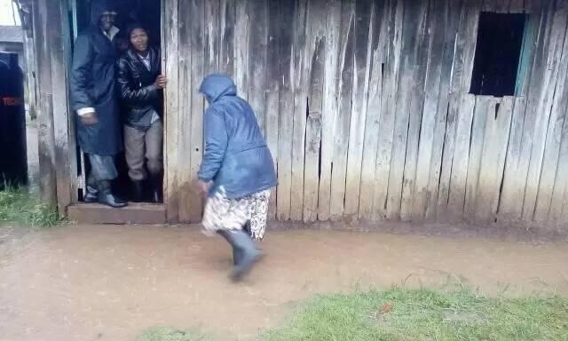 Wanafunzi wa shule ya msingi wanaosomea juu ya maji washtua