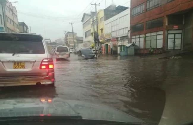 Heavy rains pound Nairobi hours after Met warned Kenyans of upcoming flash floods