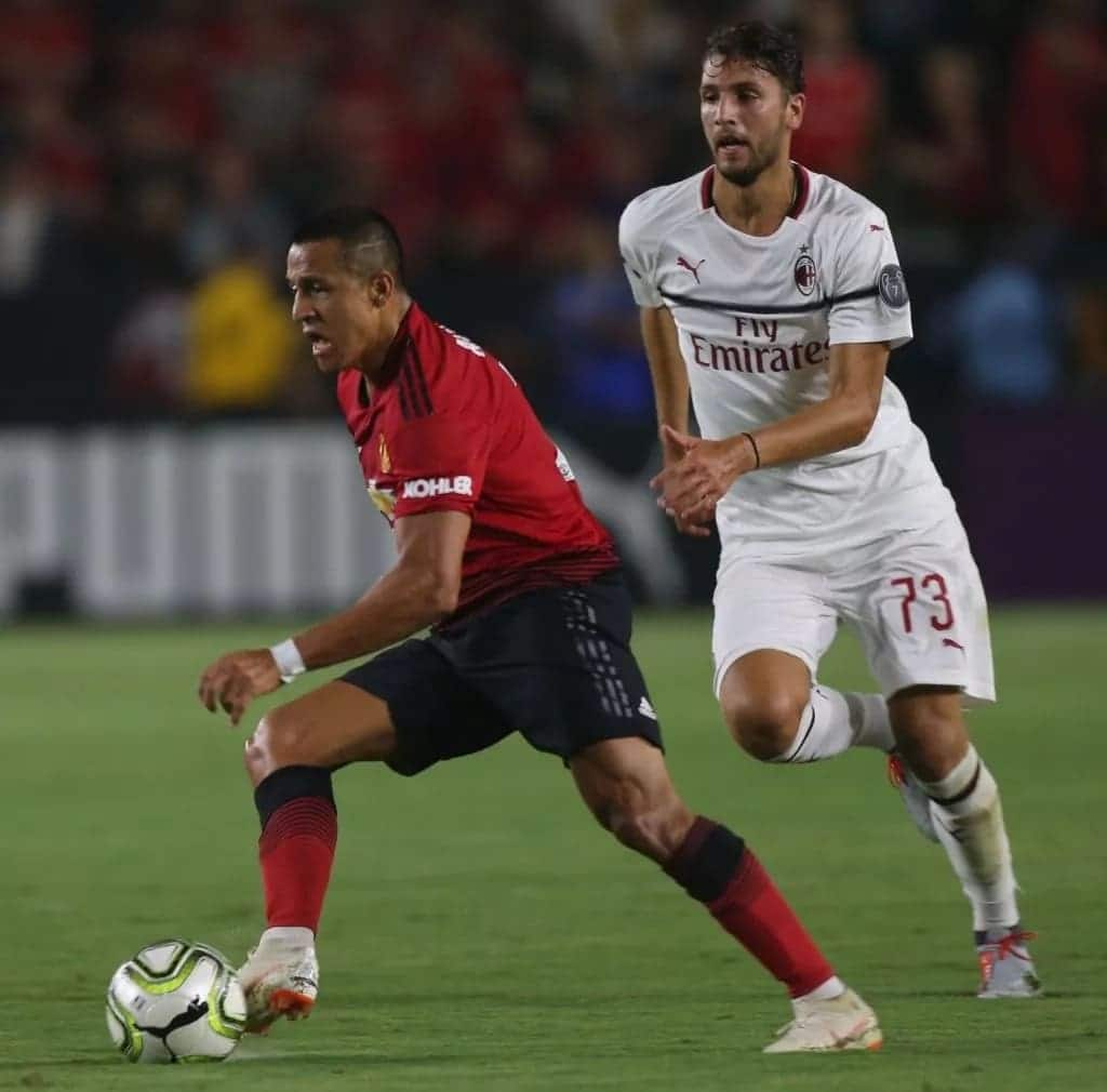 Alexis Sanchez scores as Manchester United beat AC Milan on penalties