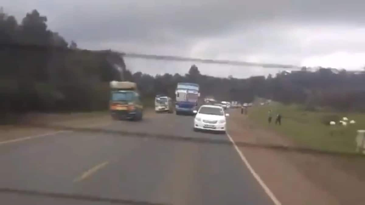 Outrage as Busia bound bus is captured being dangerously driven on Nairobi-Nakuru highway