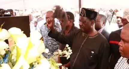Tazama picha hizi za kipekee Raila Odinga akiomboleza marafiki wa karibu
