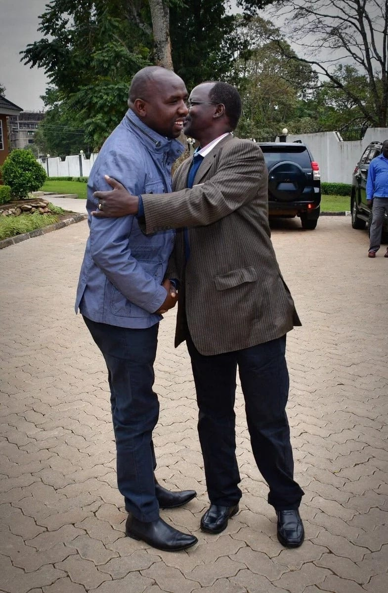 Confusion as James Orengo leaves funeral with Kipchumba Murkomens lmobile phone