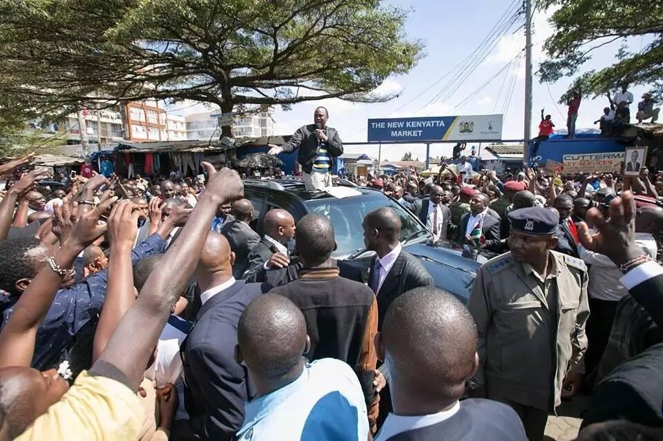 President Uhuru Kenyatta visits Kenyatta Market on his first tour of Nairobi after his re-election
