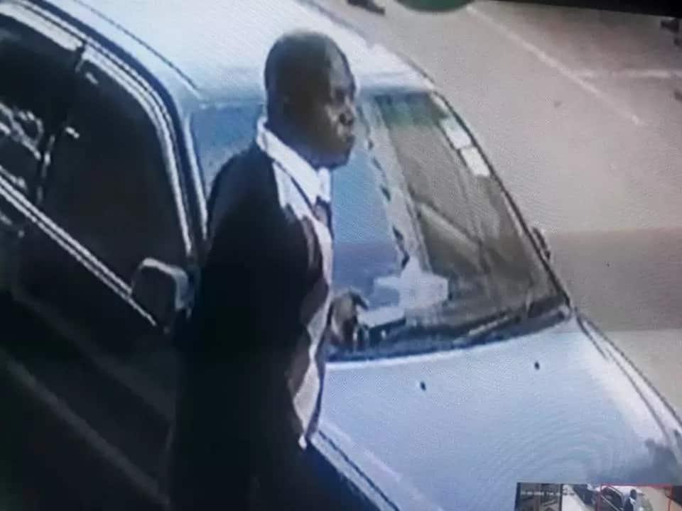 Man caught on CCTV stealing laptop from lady's car in Kikuyu town