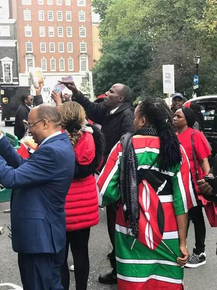 Raila,Uhuru supporters clash in London(video)