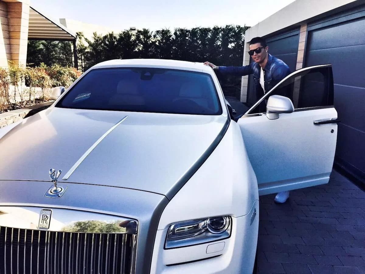 Cristiano ronaldo houses and cars