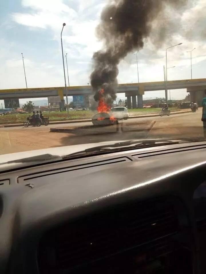 Irate youth block roads in Kisumu demanding release of Miguna