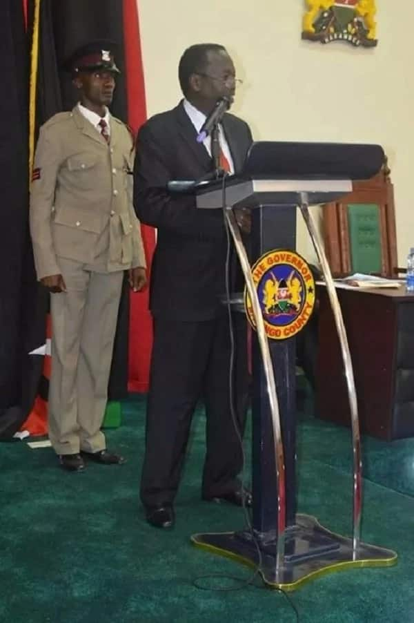 Governor copies Uhuru during address, is he DRUNK with power?