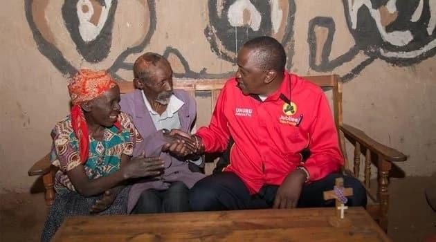 Uhuru Kenyatta inside the house of a couple in Kisii county. PSCU