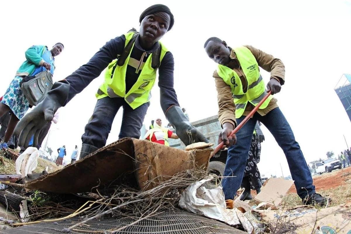Rais Uhuru ajiunga na wakazi Nairobi kwa shughuli ya kila mwezi ya usafishaji, awahimiza Wakenya kuungana