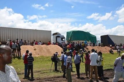 Chaotic scenes as truck drivers block Thika-Garissa highway