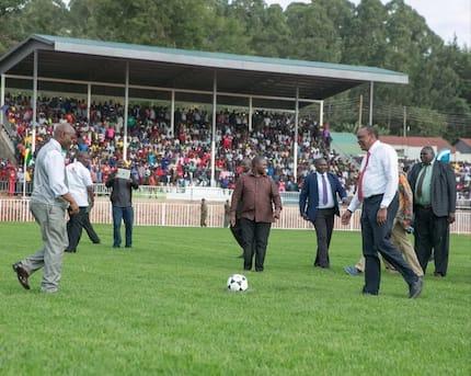 Uhuru awasisimua wanamitandao kwa ujuzi wake wa kupiga mkwaju wa penalti