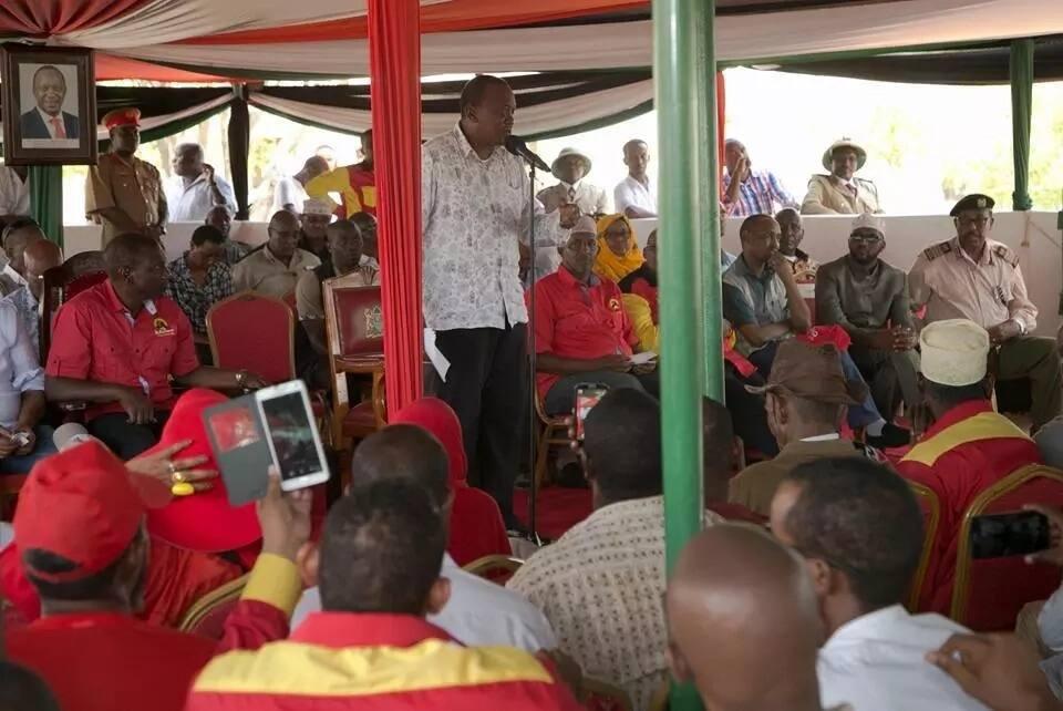 Uhuru gets hostile reception in Wajir(video)