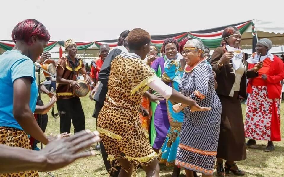 Margaret Kenyatta amfanyia kampeni ya marudio ya uchaguzi mumewe