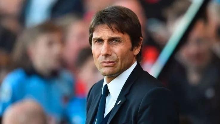 Conte akasirika kwa kupewa jesi ya Man U licha ya kuwa kocha wa Chelsea