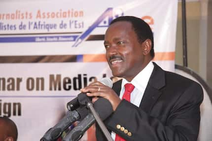 Kalonzo fails to resist as he is seen in Safaricom shop purchasing phone