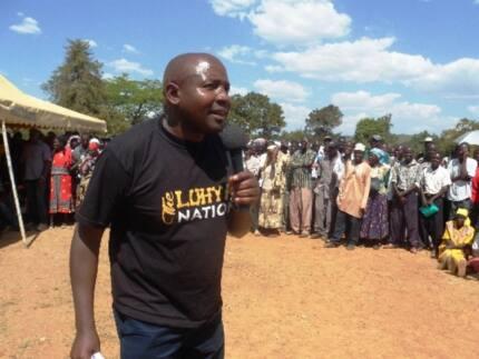 Video ya Mbunge wa Lugari akiwa mlevi akiwarundika polisi matusi yaibuka