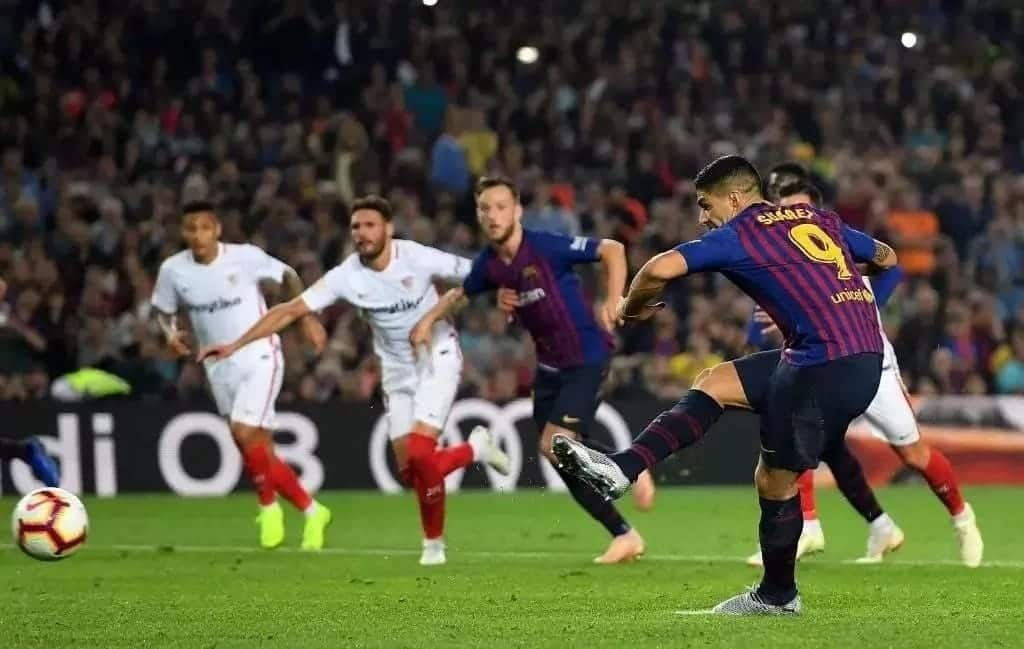Messi, Coutinho score as Barcelona beat Sevilla 4-2 at Camp Nou