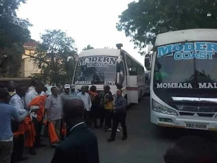 Police in Voi detain buses ferrying NASA supporters to Nairobi before releasing them