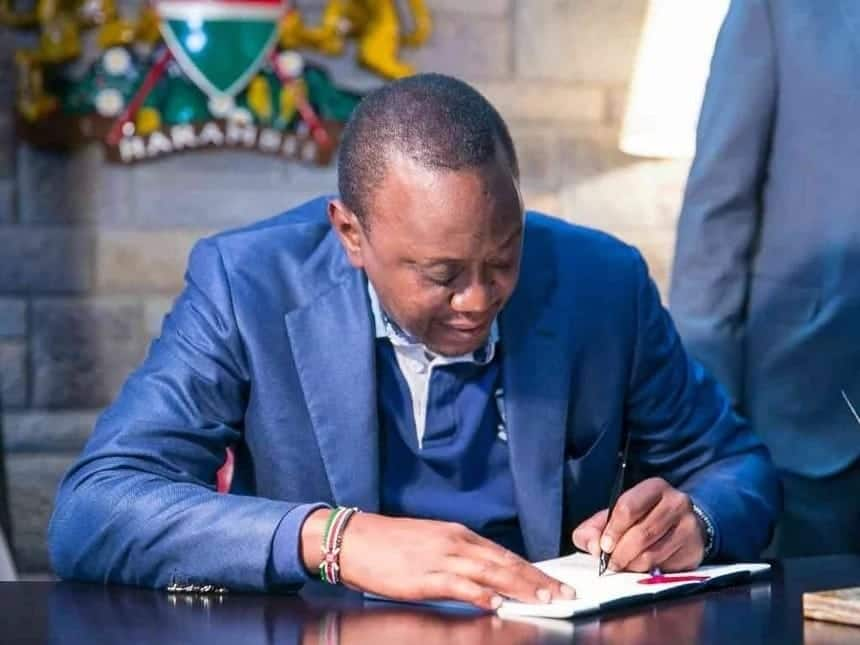Uhuru yupo huru kuwania muhula wa tatu BBI ikipita, Francis Atwoli asema