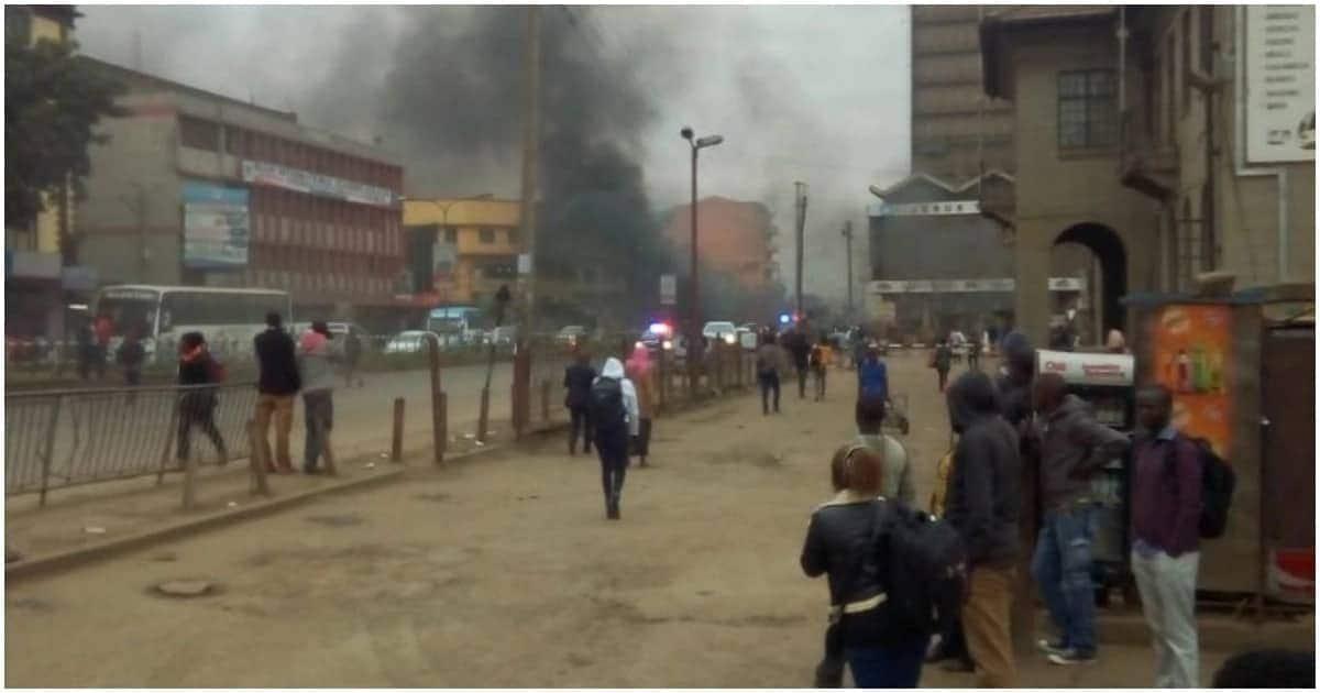 Wanabiashara wa jiji la Nairobi wakabiliana na askari wa jiji