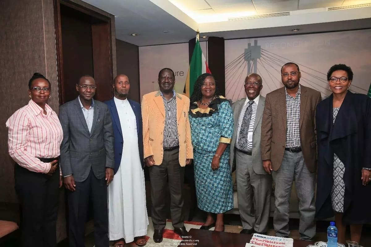 Raila Odinga apokelewa kama mfalme nchini Afrika Kusini kuhudhuria mazishi ya Winnie Mandela