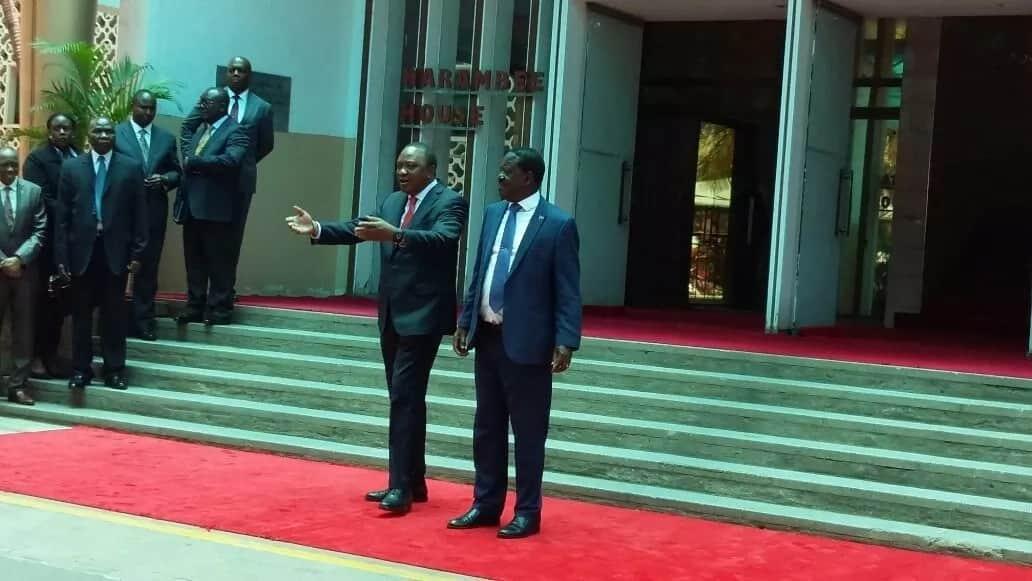 Mtandao walipuka kufuatia mkutano kati ya Uhuru na Raila