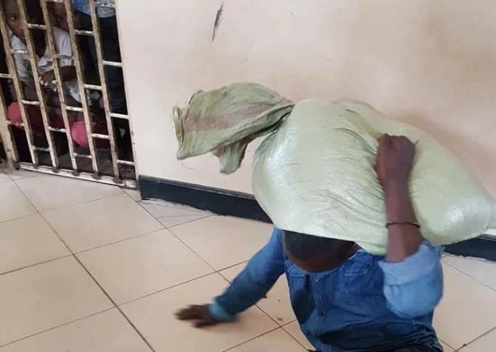 Thief forced to surrender to police after sack of maize he stole stuck on his back