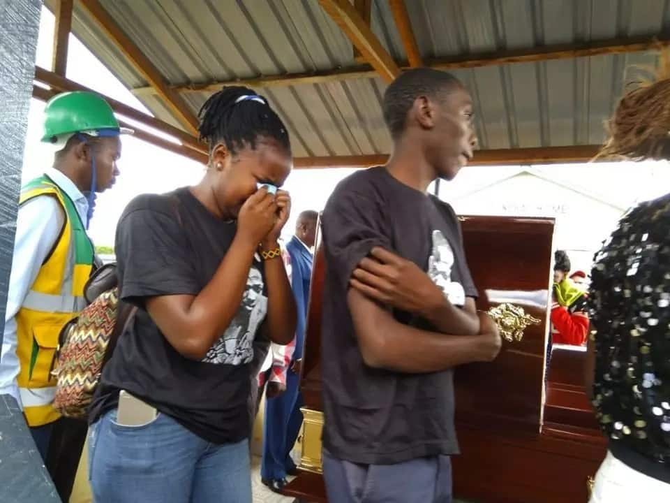 All the emotional photos from the burial of Meru student leader killed by police.Photo:Viusasa/Facebook