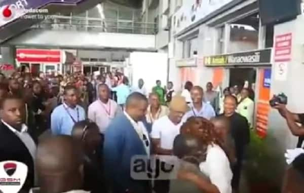 Ali Kiba given a presidential welcome in Tanzania once landing
