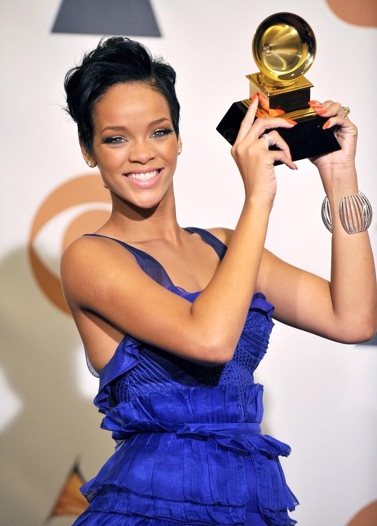 Mambo 10 unayostahili kuyajua kumhusu Rihanna