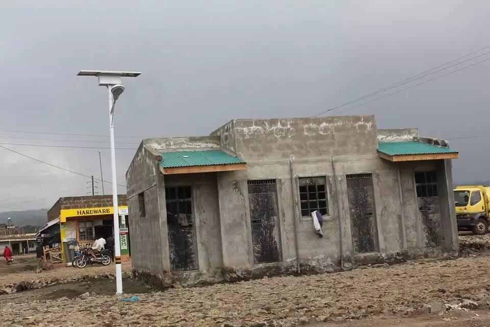 Kenyans attack Nakuru Governor, Kinuthia Mbugua for launching toilets at KSh 8.9m