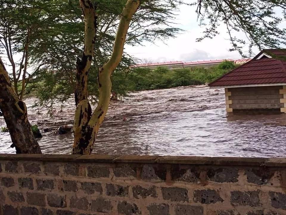 Heavy rains cut-off Machakos from Nairobi as two bridges are swept away
