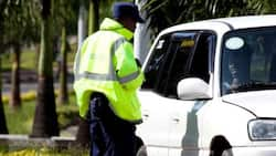 Kisumu: 4 Traffic Cops Caught Soliciting Bribes Fight Off EACC Officers in Public, Run Away