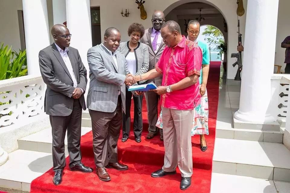 Uhuru flies to South Africa amid anxiety over naming of new cabinet