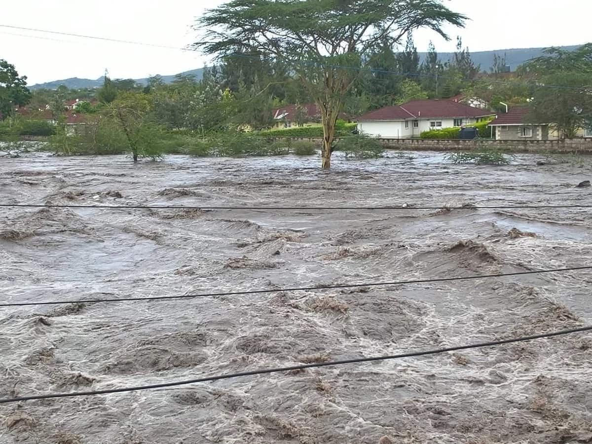 Mombasa road closed for motorist at Athi River following heavy rains
