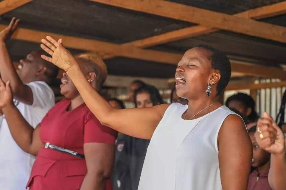 Mkewe Naibu Rais Ruto atangamana na watoto wa Kayole na inagusa moyo