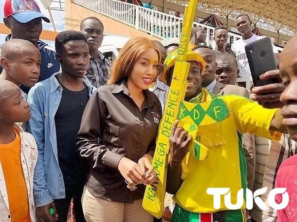 Thirsty Kenyan proposes to TV girl Doreen Gatwiri during Mashujaa Day celebrations