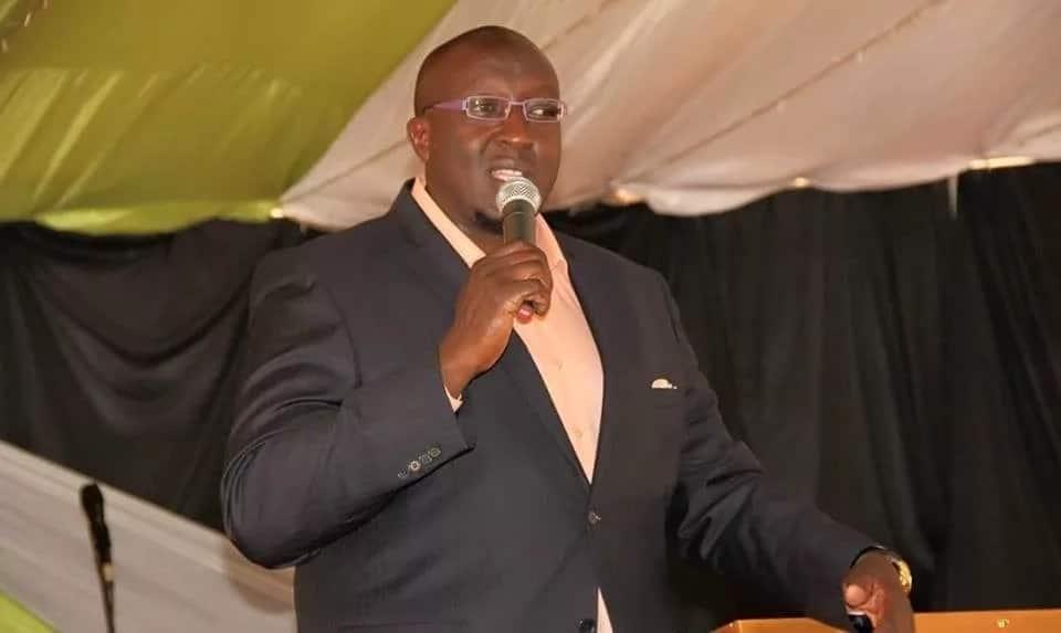 Kenyans watch as top blogger and Uhuru's close man exchange words