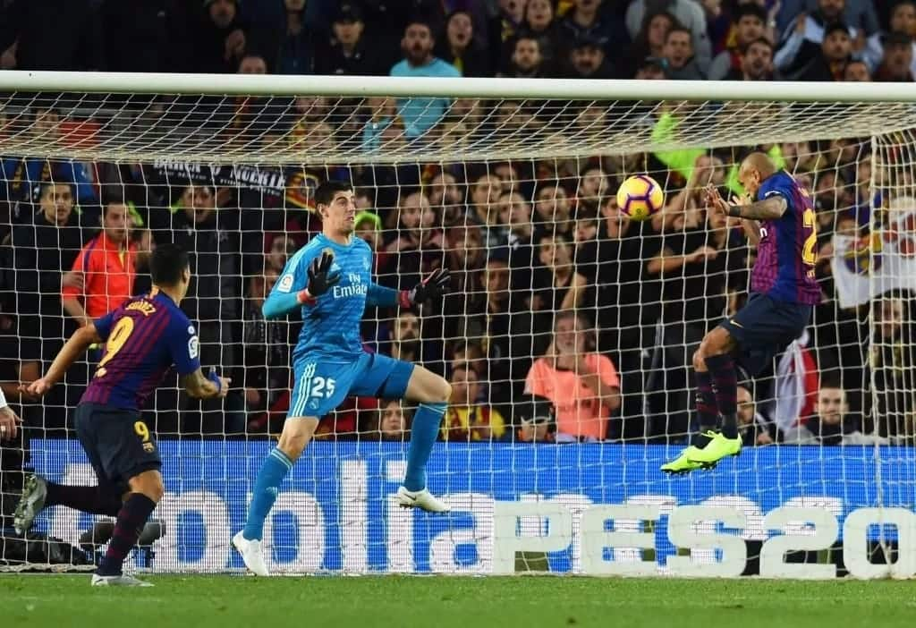 Chelsea fans hilariously mock Thibaut Courtois for conceding 5 goals against Barcelona