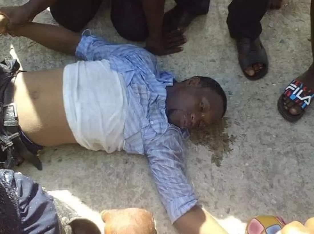 Jamaa afa maji Nigeria akijipiga 'selfie'