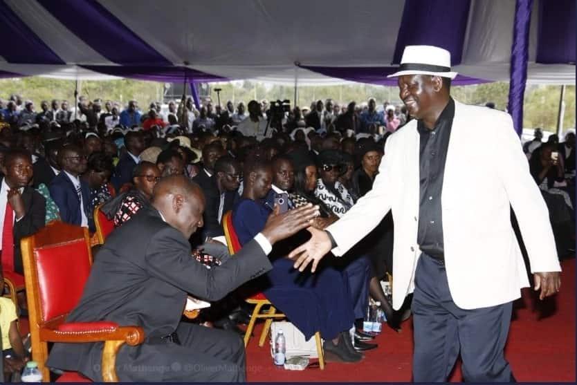Raila na Ruto watofautiana kuhusu uchaguzi wa 2017 wakati wa mazishi ya aliyekuwa waziri Henry Obwocha