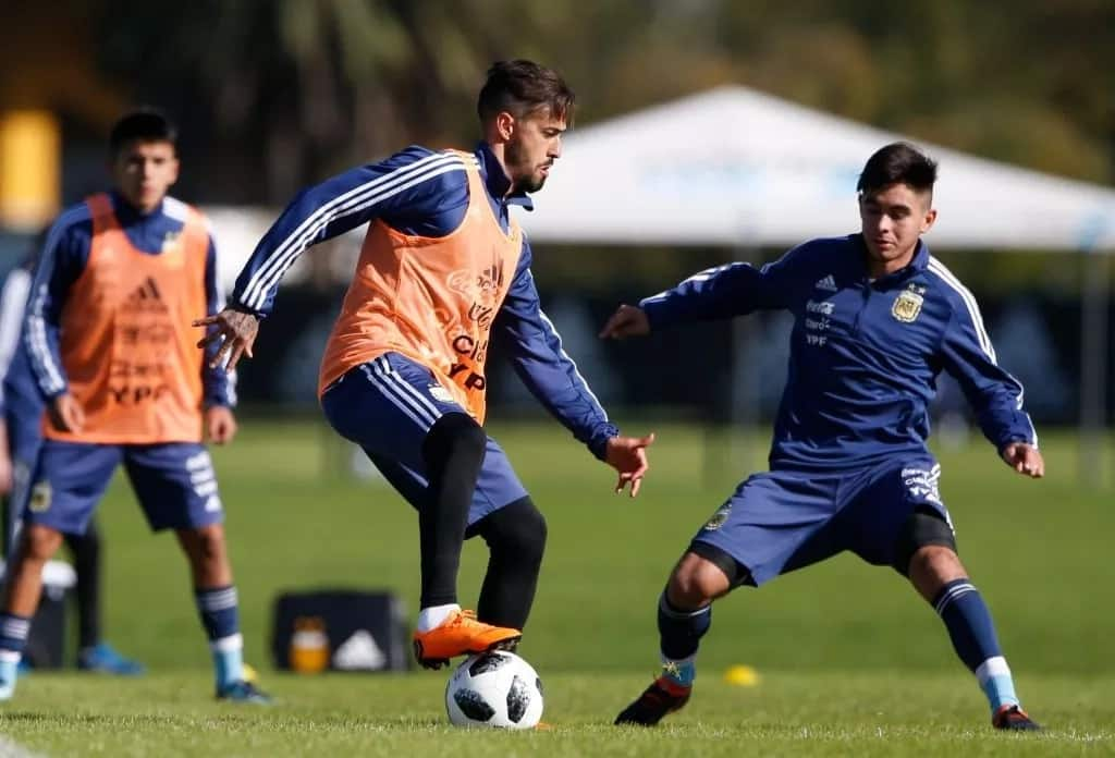 Argentina star Lanzini ruled out of World Cup after suffering knee injury