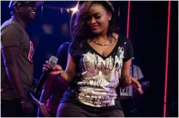 Singer Avril steps out showing off her incredible figure just days after giving birth
