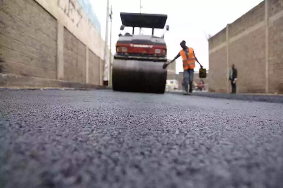 Youth contracted for road construction in Nairobi recorded stealing cement