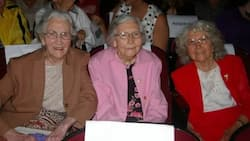 85 years later, these +100-YEAR-OLD sisters return to their high school -and all in GREAT shape! (photos)