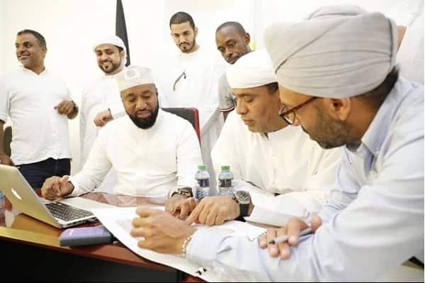 Picha 17 za Joho akipendeza sana kwa kuvaa kanzu kuadhimisha Ramadhan