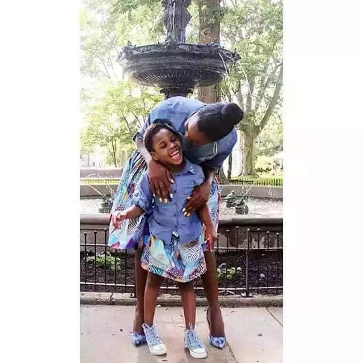 Mama Mkenya avutia nyoyo baada ya kuvalia mavazi yanayofanana na binti yake