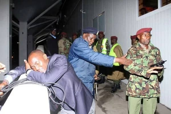 Journalists facing off with GSU officers at JKIA