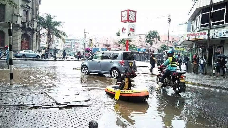 As you are struggling with acres of puddles in the CBD, one Kenyan just took a boat (Photo)